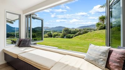 Photo for Tranquil retreat | Mountain views | Expansive backyard | Spa hire available