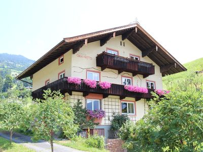 Photo for Spacious holiday home at the edge of the pleasant Hopfgarten in Brixental.