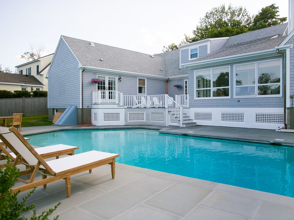 Luxury Vacation Home ~ Pool ~5 Minute Walk to New York Yacht Club or Ft  Adams - Ocean Drive