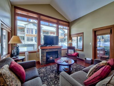 Photo for Ski in/out top-floor 2-bedroom condo with private hot tub in Settler's Crossing.