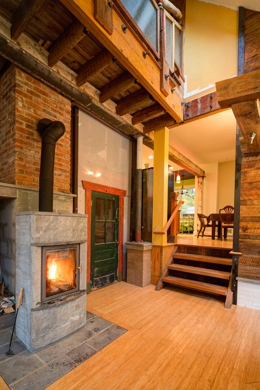 The recycled house walk downtown homeaway for Charlottesville cabin rentals hot tub