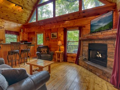 Gatlinburg Cabin with Fishing Pond access and Pool table in loft!