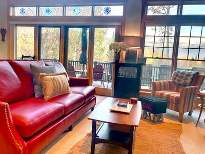 Photo for FREE LIFT TICKET OFFER!!! Beautifully decorated private home with amazing views of Mount Washington and large deck! Free shuttle, gas fireplace, free wifi, easy parking. Walk to slopes. DISCOUNTED LIFT TICKETS AND GROCERY DELIVERY AVAILABLE!