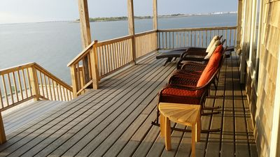 Lower deck, privacy, waters edge, pano views throughout