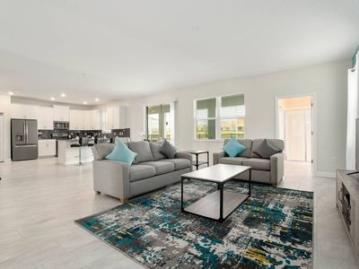 Photo for Contemporary 6-Bedroom Home