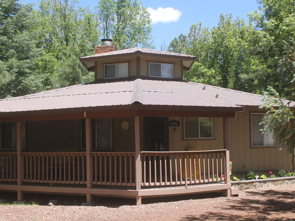 Cabin in the beautiful pines vrbo for Az cabin rentals with hot tub