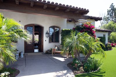 Enter grand front door into open, airy great rm w/ view of patio, pool & canyon