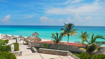 Solymar Beach Resort, Cancún, Q.R., Mexico