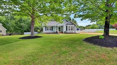 Cozy, Updated 3Bed/2Bath Home Convenient to Greenville