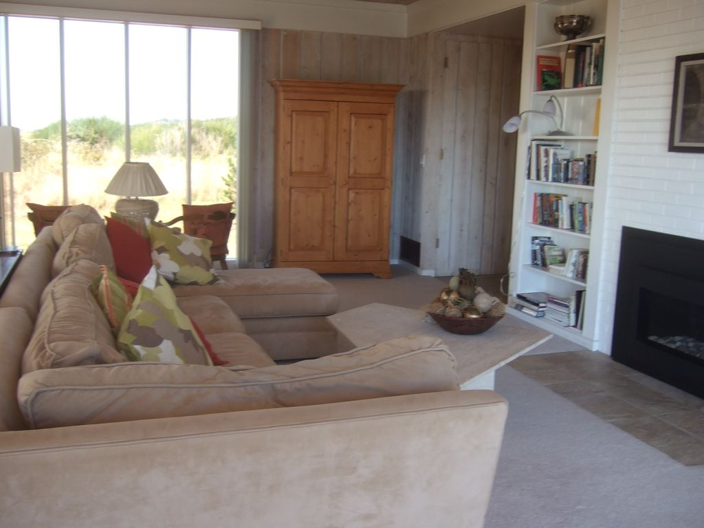 Gorgeous oceanfront home on 4 acres in homeaway surf pines the living roomgreat room includes a gas fireplace and cable tv sciox Gallery