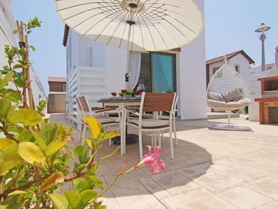 Photo for Lovely apartment for 6 guests with WIFI, A/C, private pool, TV and parking