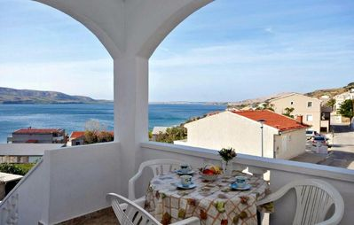 Photo for One bedroom apartment with terrace and sea view Metajna, Pag (A-4126-b)