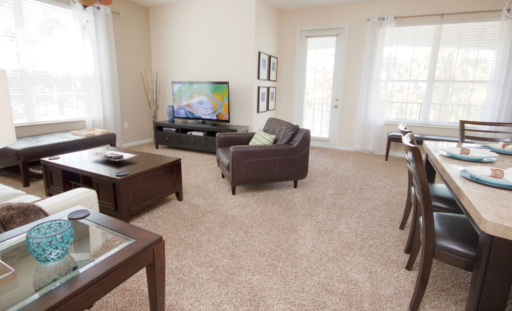 Huge luxury lake view corner condo sand lake for Sand lake private residences for rent