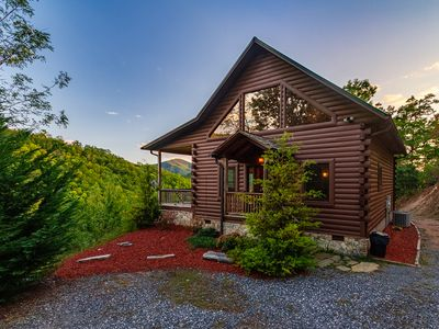 Photo for Smoky Mountain getaway cabin Cedar Ridge