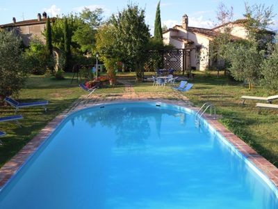 Photo for Cosy apartment for 5 guests with A/C, pool, WIFI, TV, pets allowed and parking, close to Cortona