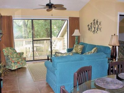 Photo for Cozy tree-topped villa within walking distance of the beach!