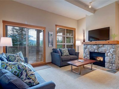 SKI IN/SKI OUT! Updated Kitchen&Bathrooms with Mountain Views&Private HotTub.