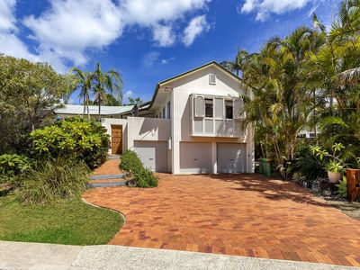 Photo for A tropical family oasis in Sunshine Beach