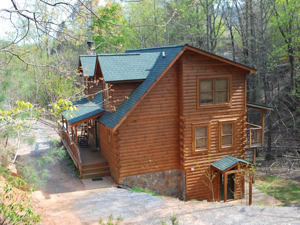 Large 3story Log Cabin ,acres Of Privacy. Minutes To Beach/lake/town