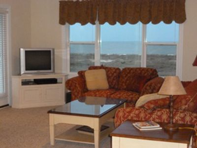 Living Room with seating for 6 and the ocean view.