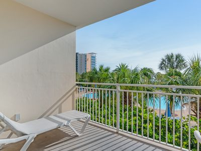 Photo for Tropical beachfront condo w/magnificent views, shared pool and on-site amenities