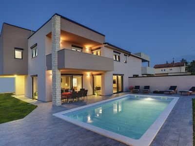 Photo for Comfortable villa with private pool, air conditioning, WiFi, terrace, barbecue area and only 1.5 km to the beach