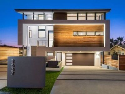 New Modern Guest House AT THE BEACH in Carlsbad Village