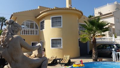Photo for Quiet detached 6 bedroom holiday villa with pool, 2 apartments, 4 x air, garage