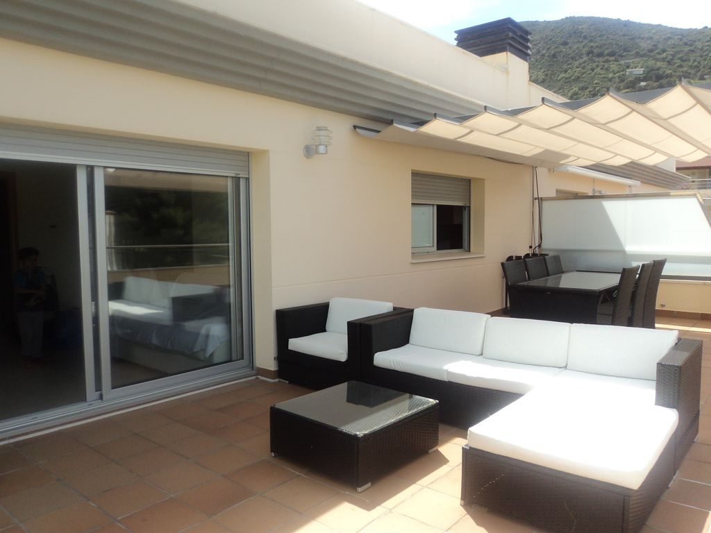 Luxury penthouse with pool large terrace with fantastic for Villa de luxe contemporaine