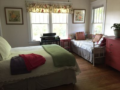 Garden Apt, totally private, 1918 House,  UPstairs Lake Claire, Candler Park