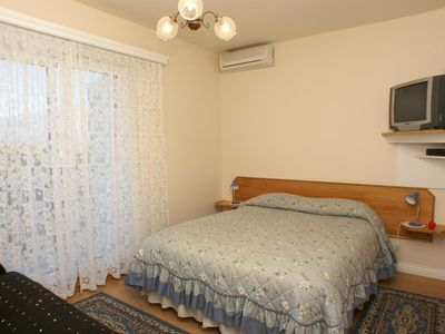 Photo for One bedroom apartment with balcony and sea view Sumartin, Brač (A-757-d)