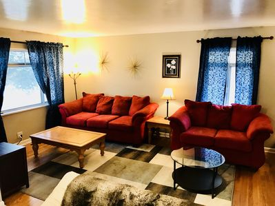 "Comfortable living room with 40"" tv with Comcast cable and high-speed Wi-Fi"