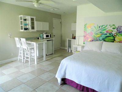 Photo for The Hibiscus Hideaway - centrally located to beaches and downtown Naples