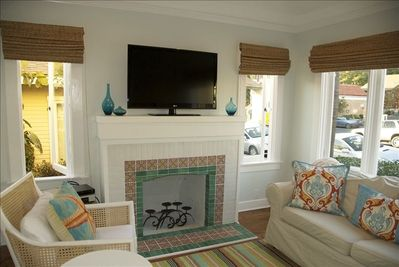 Living room with 42' flat panel HDTV