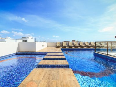 Photo for 1 Block to Beach, Ocean View Rooftop Pool - Klem 103