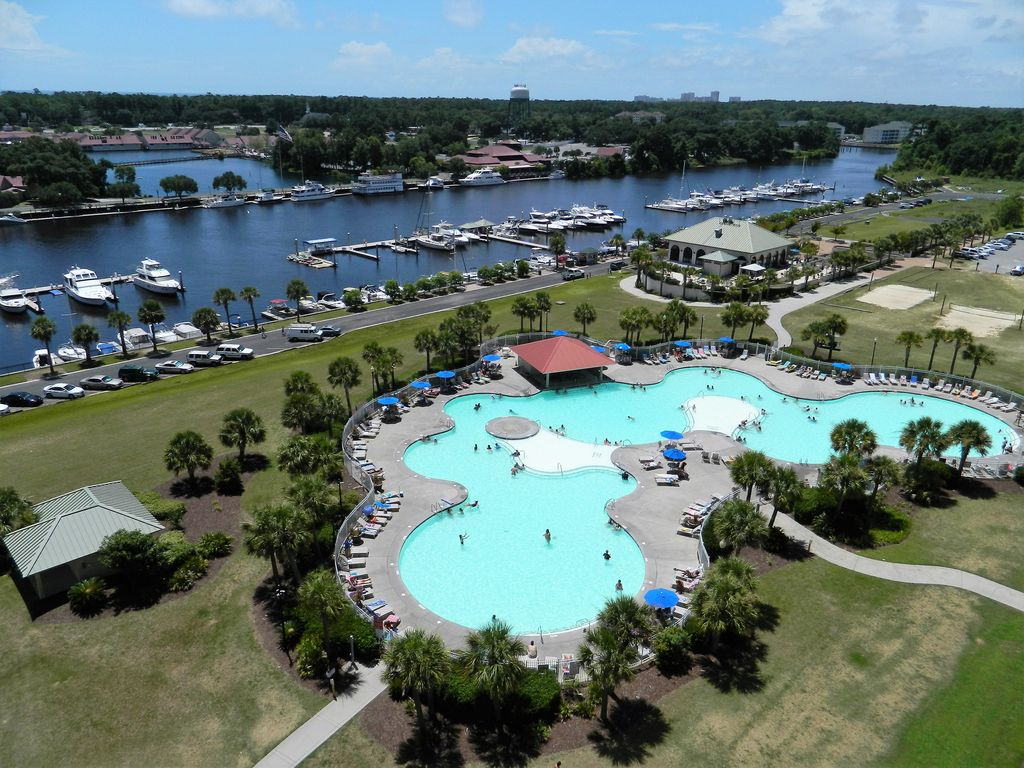 Barefoot Resort Bright Beauty 1st Floor End Unit Golf