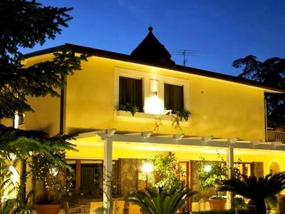Photo for 5 bedroom Villa, sleeps 10 in Sorrento with Air Con and WiFi
