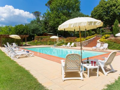 Photo for Fantastic Tuscan villa close to Lucca with pool and tennis court
