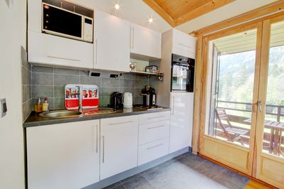 Modern and well-equipped open plan kitchen.