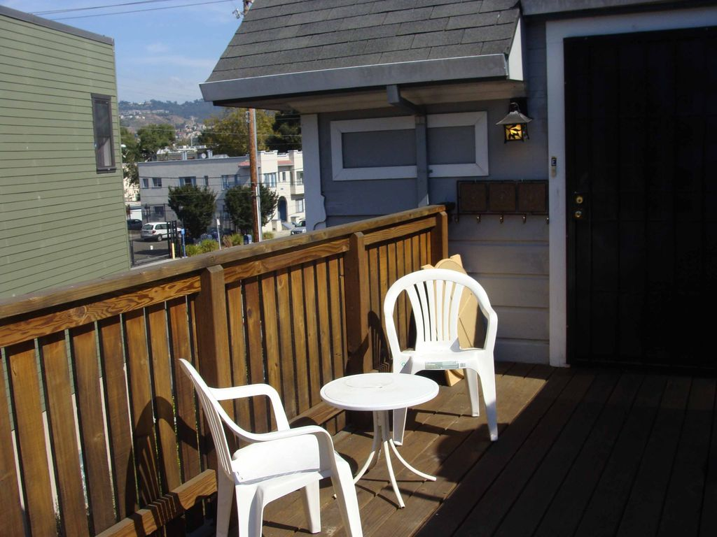 Wonderful 3rd Level 2 Bedroom With Happy Light Homeaway
