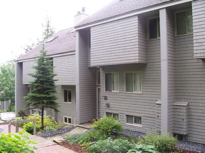 Bretton Woods slopeside condo with HDTV and free WiFi