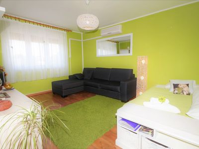 Photo for Apartment near the beach, 4 + 1 persons, free wifi, air conditioning, SAT-TV
