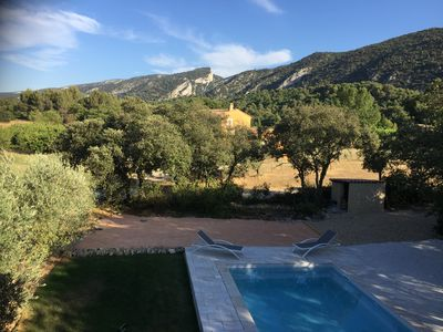 Photo for Air-conditioned villa, private pool facing the Luberon