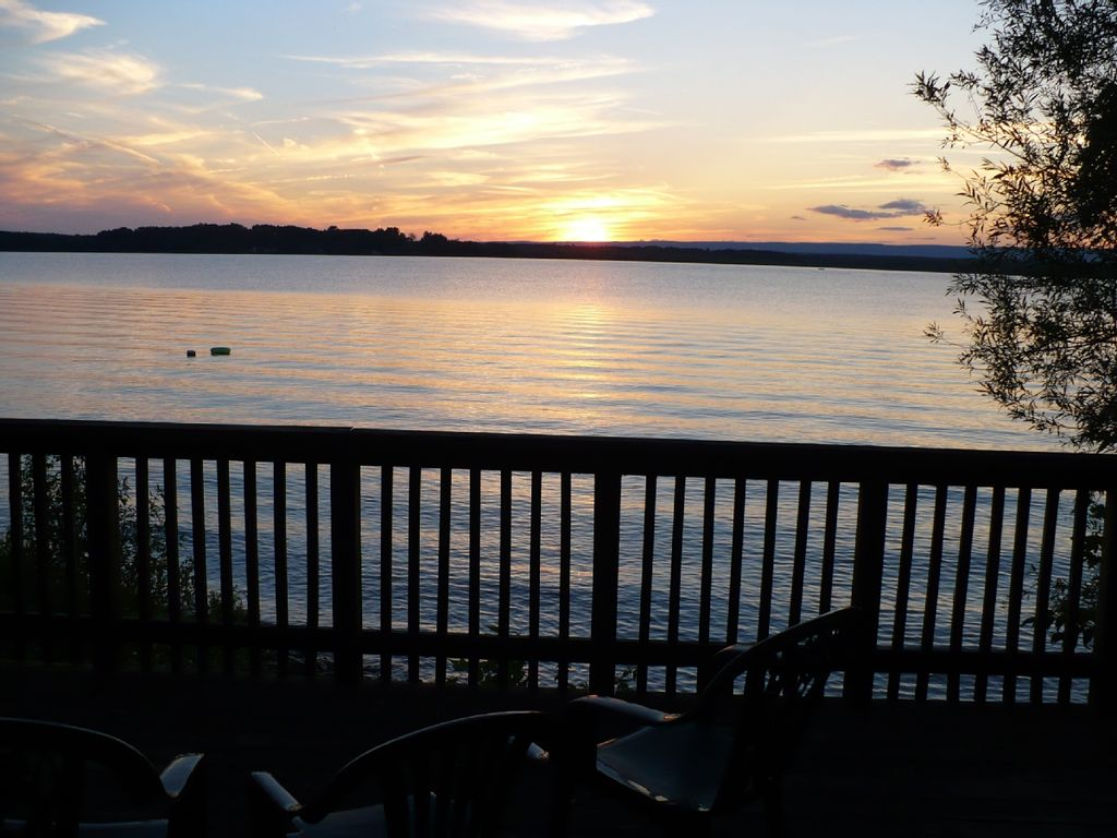 Charming house in saratoga lake homeaway for Saratoga springs vacation rentals