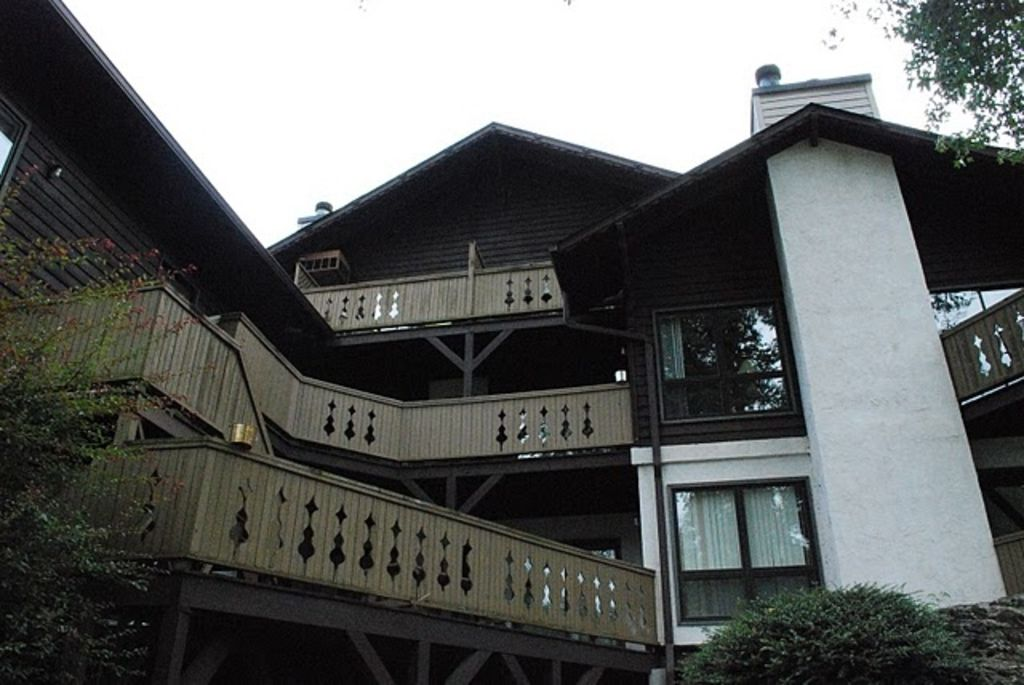 Riverside Decks Rivers Edge Condominum ComplexUnit 403