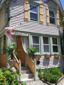 Stunning! Historic Beach Cottage-chic apts by the sea!! ( 2 family beach house)