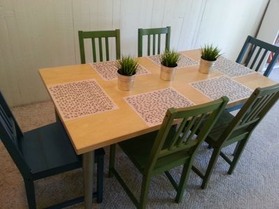 The dining room has seating for 6.