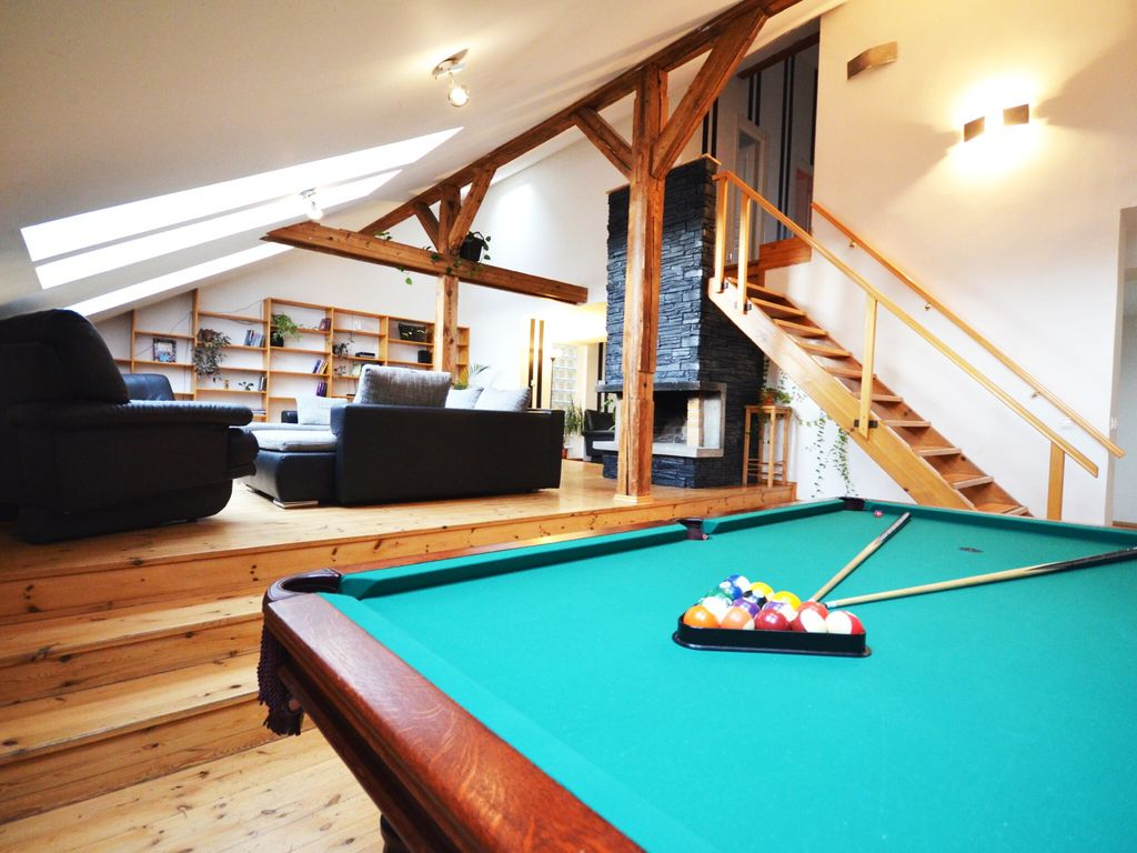 4 bedroom exceptional attic apartment with billiard table, terrace, etc.