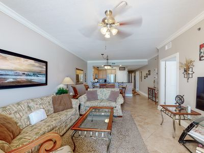 Photo for Pretty Gulf Front Condo! Fun Amenities, Nearby Shopping & Dining!