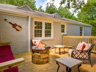 Photo for 4 Bed 2 Bath home with Hot tub, game room and 2 Fire Pits